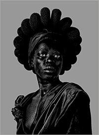 ZANELE MUHOLI: SOMNYAMA NGONYAMA, HAIL THE DARK LIONESS /ANGLAIS