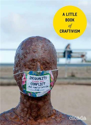 A LITTLE BOOK OF CRAFTIVISM /ANGLAIS