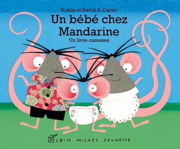 UN BEBE CHEZ MANDARINE - UN LIVRE CARESSES
