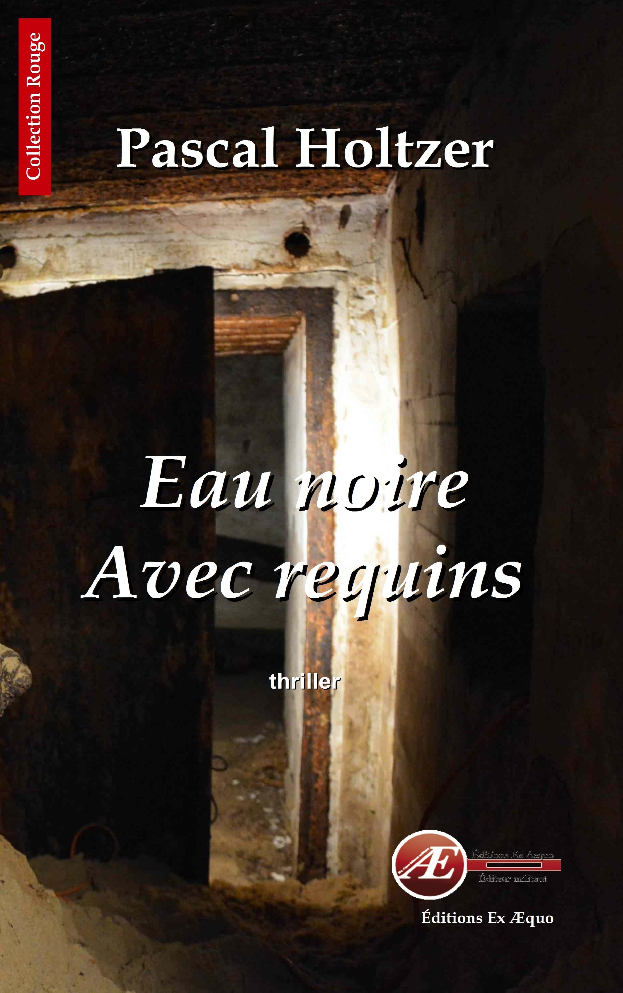 EAU NOIRE AVEC REQUINS