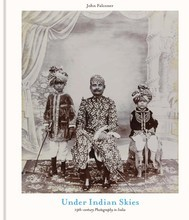 UNDER INDIAN SKIES: 19TH-CENTURY PHOTOGRAPHY IN INDIA /ANGLAIS