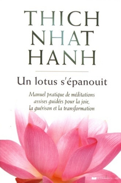 UN LOTUS S'EPANOUIT