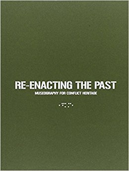 RE-ENACTING THE PAST /ANGLAIS/ITALIEN